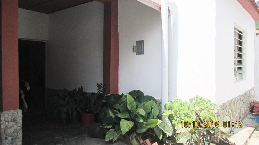 Casa En Venta En Maracay - El Limon Código FLEX: 18-13259 No.2