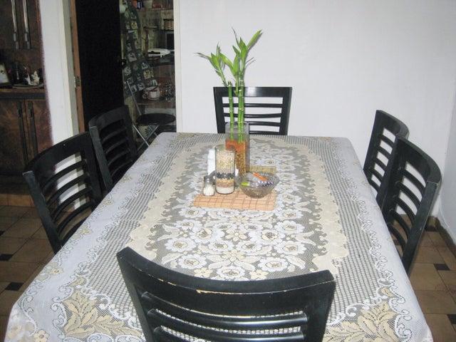 Apartamento En Venta En Maracay - Avenida Bolivar Código FLEX: 18-13348 No.4