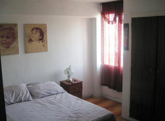 Apartamento En Venta En Maracay - Avenida Bolivar Código FLEX: 18-13348 No.6