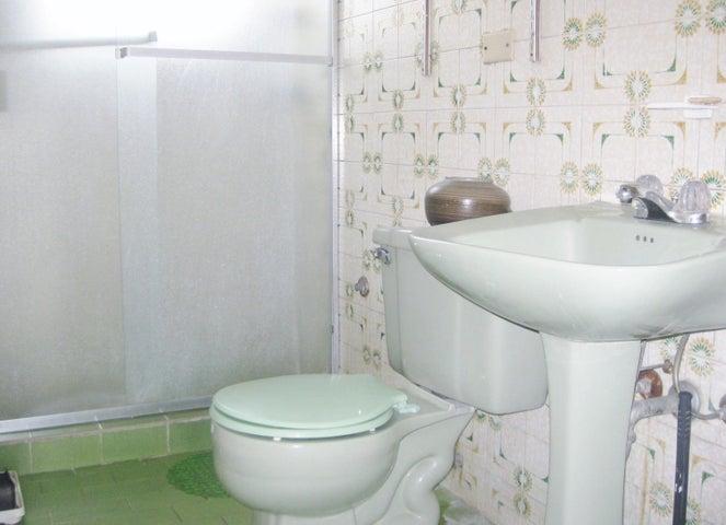 Apartamento En Venta En Maracay - Avenida Bolivar Código FLEX: 18-13348 No.8