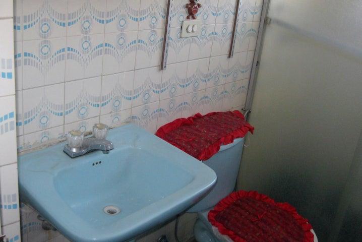 Apartamento En Venta En Maracay - Avenida Bolivar Código FLEX: 18-13348 No.16