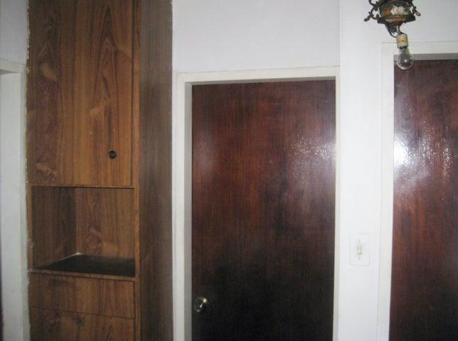 Apartamento En Venta En Maracay - Avenida Bolivar Código FLEX: 18-13348 No.17