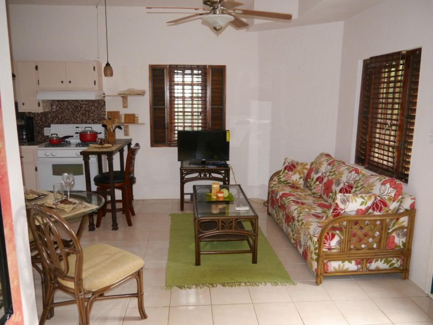 Casa Multifamiliar por un Alquiler en 33-B Hermon Hill CO St Croix, Virgin Islands 00820 Islas Virgenes Ee.Uu.