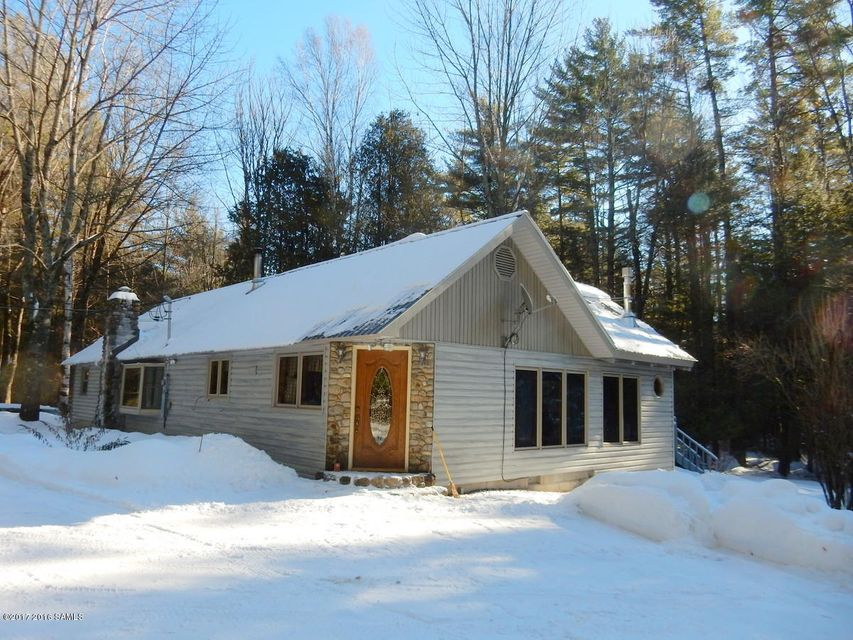 56 West Road, Olmstedville, NY 12857
