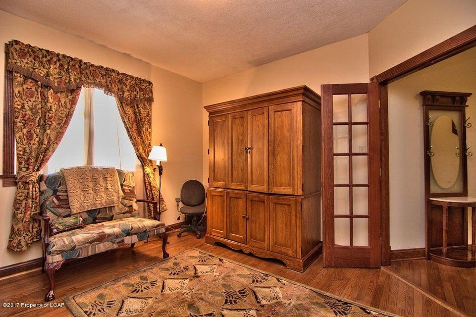 38 Walnutwood Dr,Dallas,Pennsylvania 18612,4 Bedrooms Bedrooms,15 Rooms Rooms,2 BathroomsBathrooms,Residential,Walnutwood,17-3606