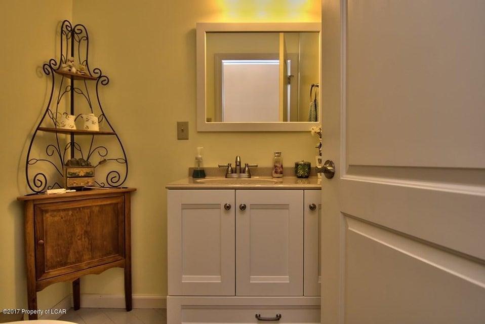 71 Walnutwood Dallas,Pennsylvania 18612,4 Bedrooms Bedrooms,11 Rooms Rooms,2 BathroomsBathrooms,Residential,Walnutwood,17-2688