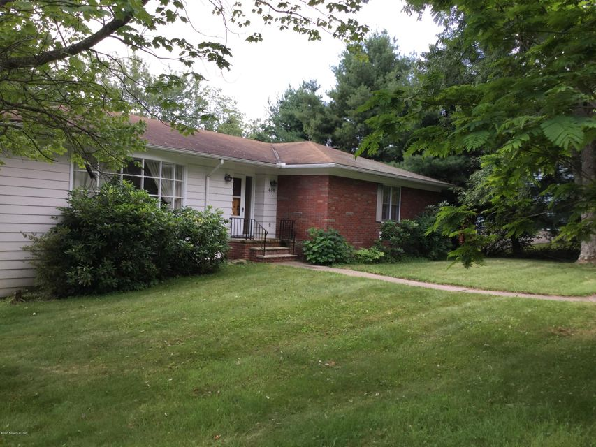 400 Valley View Drive Dallas,Pennsylvania 18612,3 Bedrooms Bedrooms,9 Rooms Rooms,2 BathroomsBathrooms,Residential,Valley View Drive,17-2458