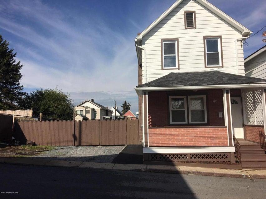 40 Hayes Lane,Wilkes-Barre,Pennsylvania 18702,3 Bedrooms Bedrooms,6 Rooms Rooms,1 BathroomBathrooms,Residential,Hayes,17-5844