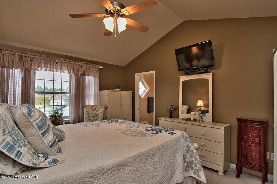 7 Fiore Ct,Duryea,Pennsylvania 18642,3 Bedrooms Bedrooms,7 Rooms Rooms,2 BathroomsBathrooms,Residential,Fiore,18-240