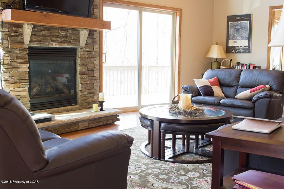 10. Main living room (2)