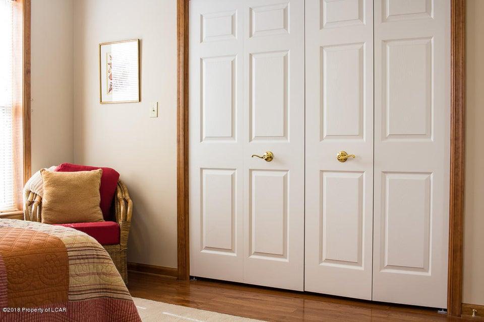 14. Master bedroom (2)