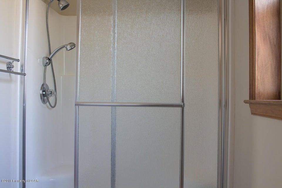 16. Master bathroom (2)