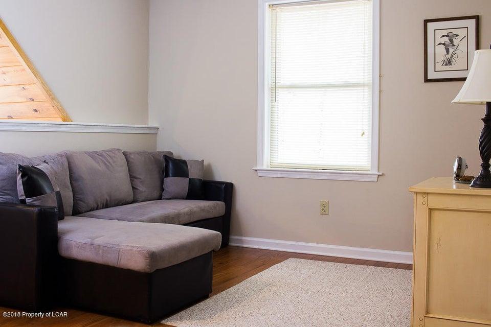 19. Loft sitting area