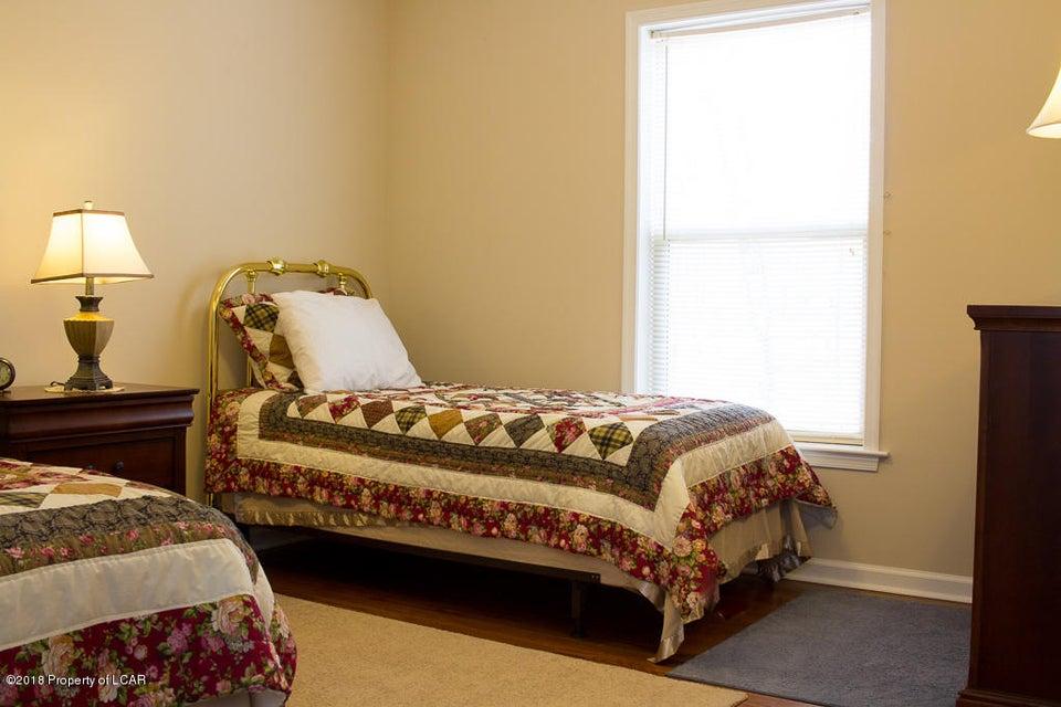20. Loft bedroom 1