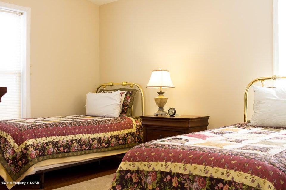 21. Loft bedroom 2