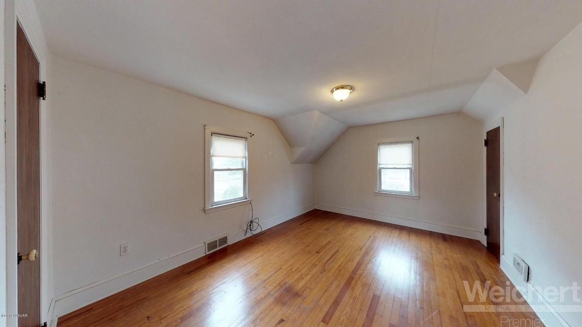 836 FAXON PARKWAY,Williamsport,PA 17701,3 Bedrooms Bedrooms,2 BathroomsBathrooms,Residential,FAXON,WB-83759