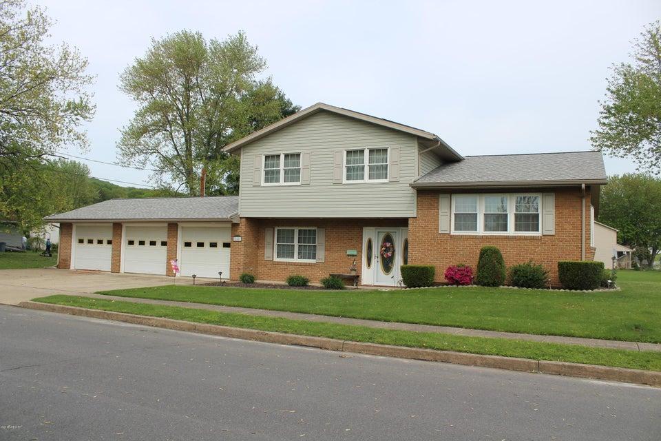 800 CYPRESS STREET,Montoursville,PA 17754,5 Bedrooms Bedrooms,2.5 BathroomsBathrooms,Residential,CYPRESS,WB-84126
