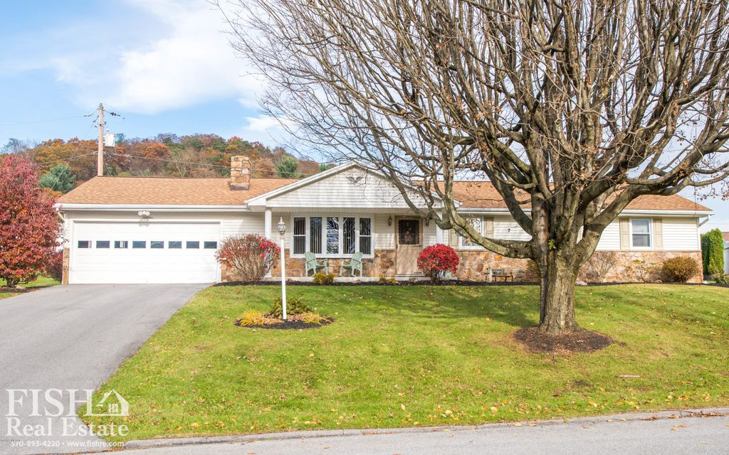 18 LAUREL LANE,Lock Haven,PA 17745,4 Bedrooms Bedrooms,3 BathroomsBathrooms,Residential,LAUREL,WB-85851