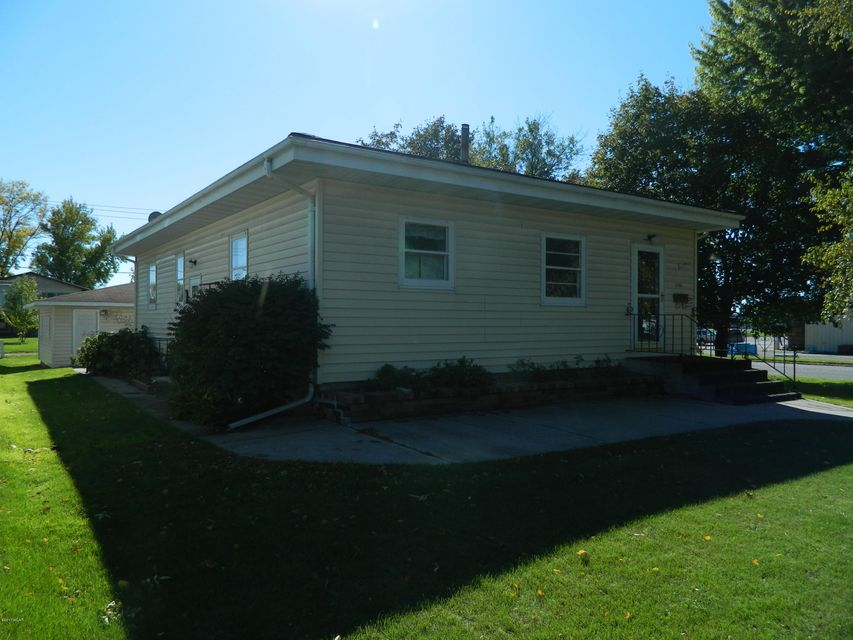 1745 Maple Avenue,Benson,2 Bedrooms Bedrooms,2 BathroomsBathrooms,Single Family,Maple Avenue,6028614