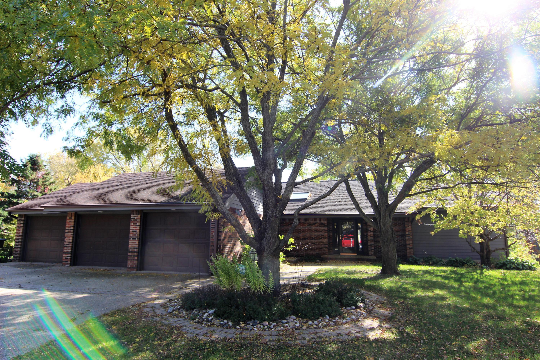 407 Country Club Drive,Willmar,4 Bedrooms Bedrooms,4 BathroomsBathrooms,Single Family,Country Club Drive,6026987