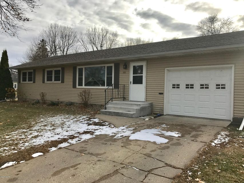 1101 Grace Avenue,Willmar,4 Bedrooms Bedrooms,2 BathroomsBathrooms,Single Family,Grace Avenue,6029161