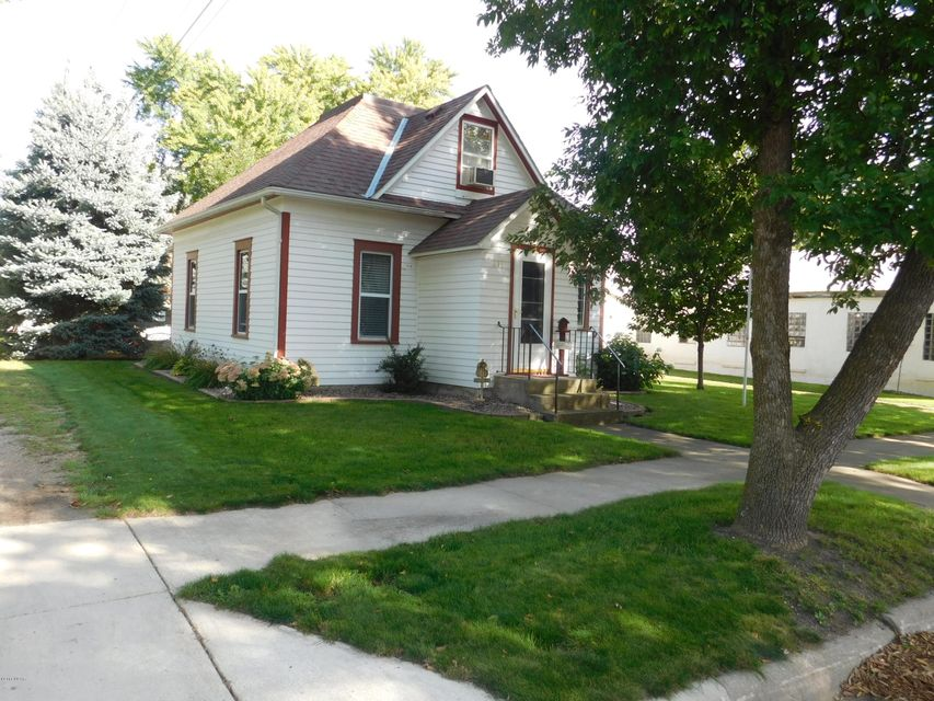 211 W 3rd Street,Morton,2 Bedrooms Bedrooms,1 BathroomBathrooms,Single Family,W 3rd Street,6030051