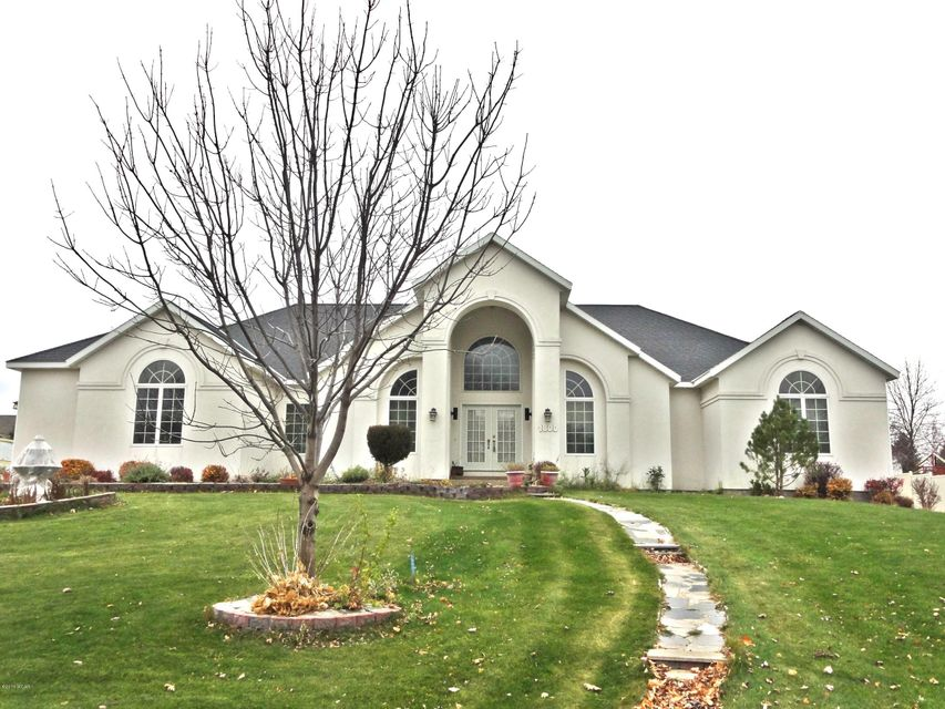 1800 Country Club Drive,Willmar,5 Bedrooms Bedrooms,3 BathroomsBathrooms,Single Family,Country Club Drive,6030483