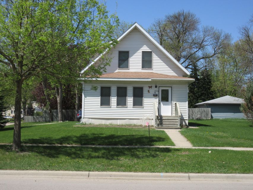 1214 Gorton Avenue,Willmar,5 Bedrooms Bedrooms,2 BathroomsBathrooms,Single Family,Gorton Avenue,6030255