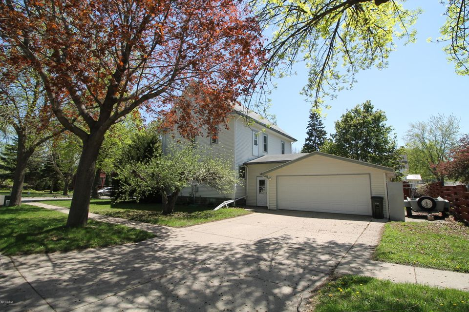 402 10th Street,Willmar,5 Bedrooms Bedrooms,2 BathroomsBathrooms,Single Family,10th Street,6030681