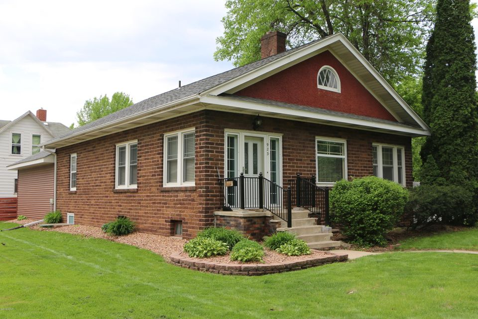 923 SW Trott Avenue,Willmar,3 Bedrooms Bedrooms,2 BathroomsBathrooms,Single Family,SW Trott Avenue,6030802