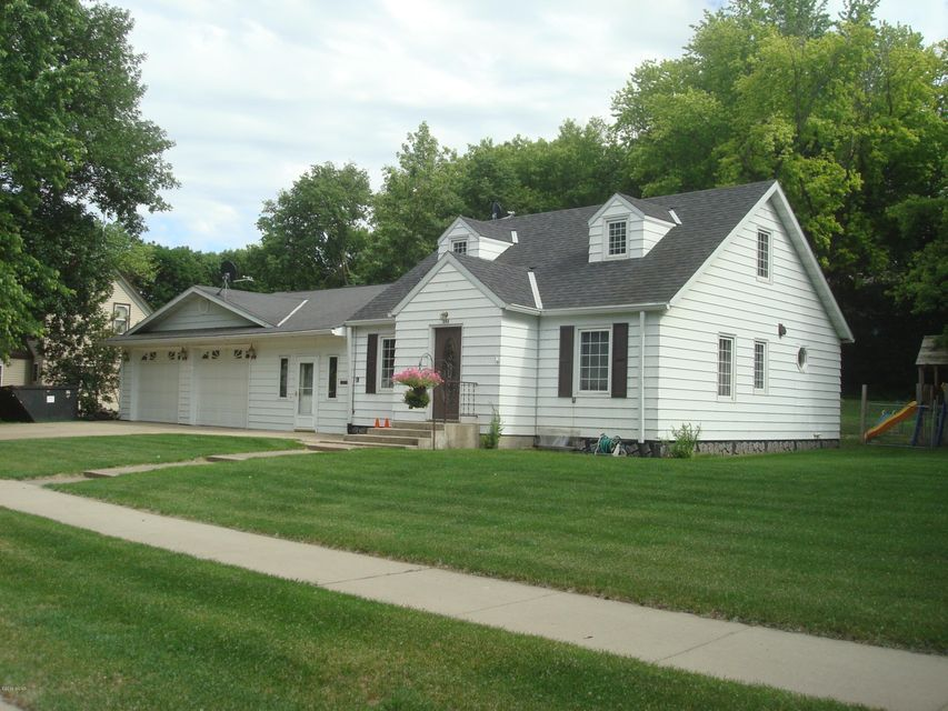 348 E Thielke Avenue,Appleton,4 Bedrooms Bedrooms,2 BathroomsBathrooms,Single Family,E Thielke Avenue,6031061