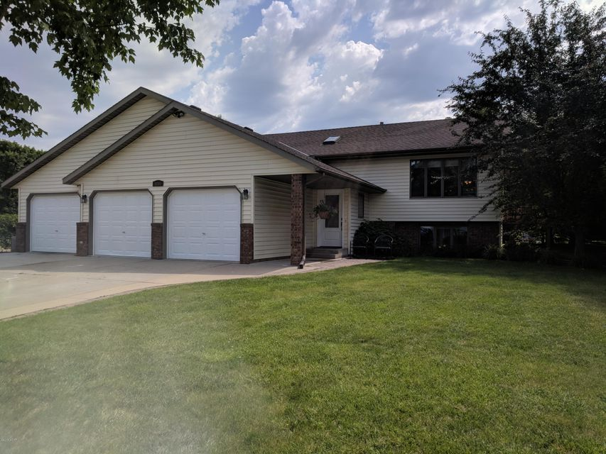 1216 28th Street,Willmar,4 Bedrooms Bedrooms,2 BathroomsBathrooms,Single Family,28th Street,6031129