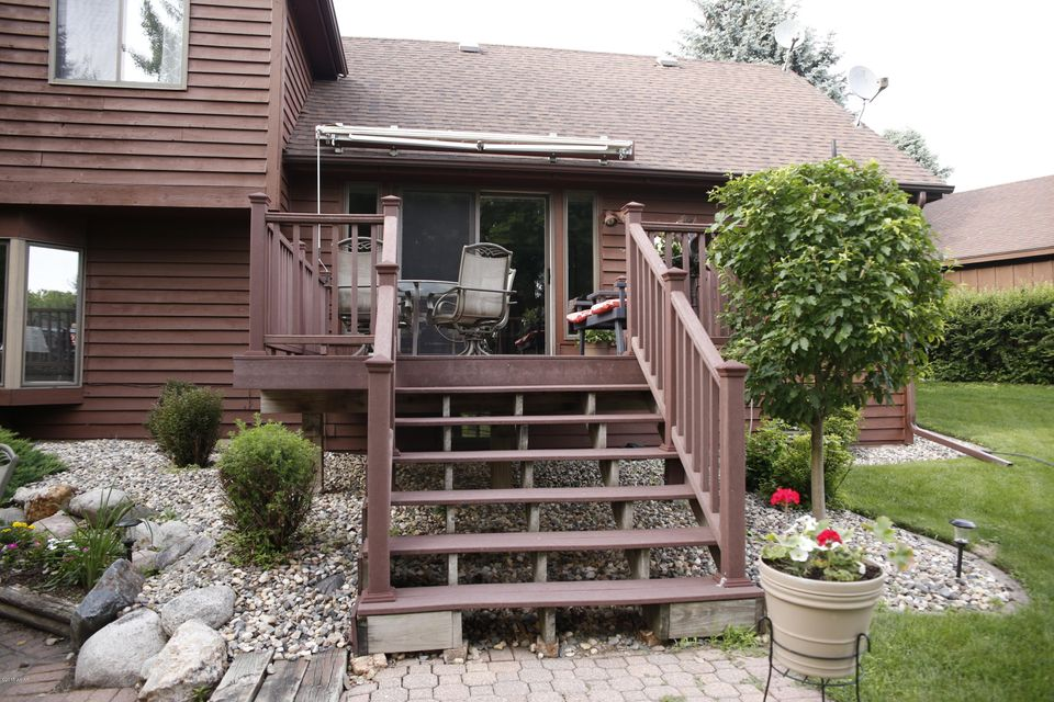 2101 6th Avenue,Willmar,4 Bedrooms Bedrooms,3 BathroomsBathrooms,Single Family,6th Avenue,6031225