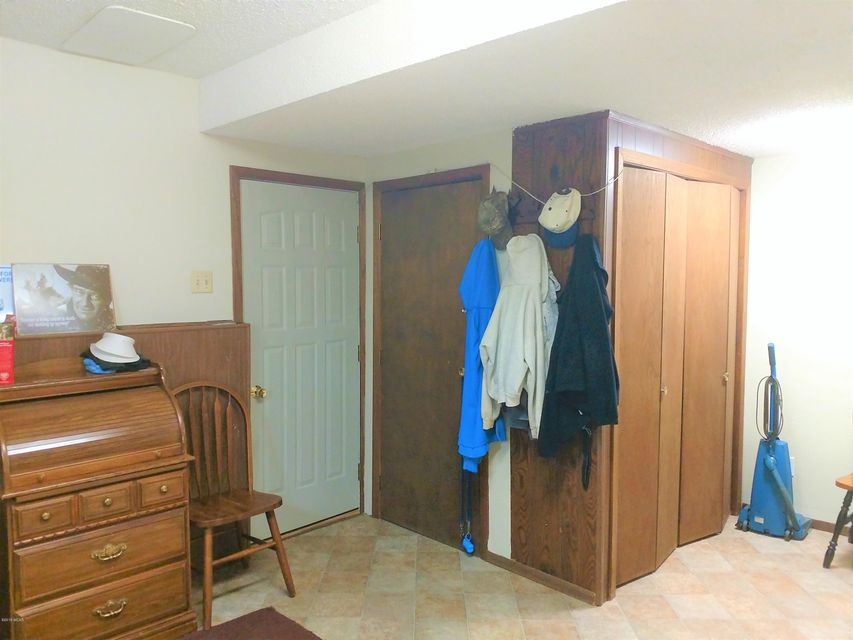 1652 N 5th Street,Montevideo,4 Bedrooms Bedrooms,3 BathroomsBathrooms,Single Family,N 5th Street,6031236