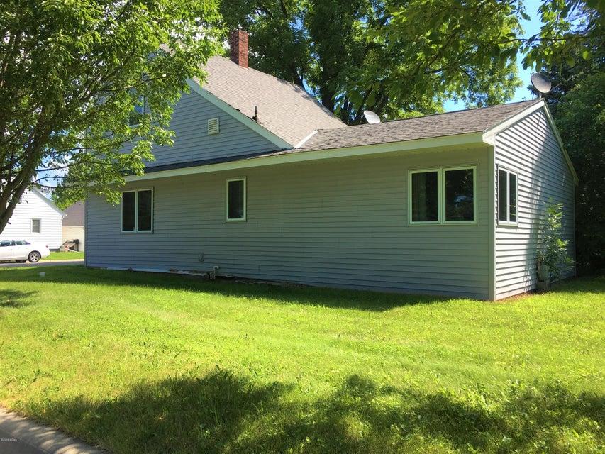 611 8th Street,Bird Island,3 Bedrooms Bedrooms,1 BathroomBathrooms,Single Family,8th Street,6031447