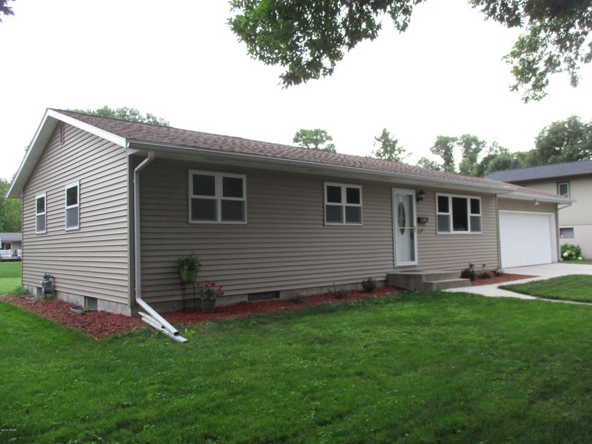 1005 6th Street,Willmar,3 Bedrooms Bedrooms,2 BathroomsBathrooms,Single Family,6th Street,6031484