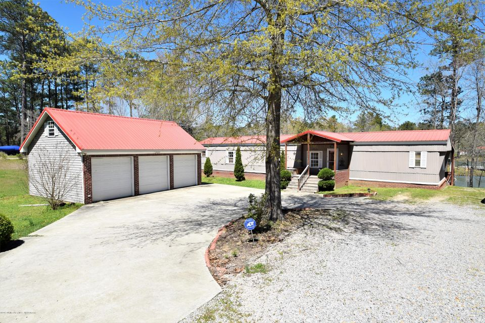 38 BAY POINTE Dr, Jasper, AL 35504
