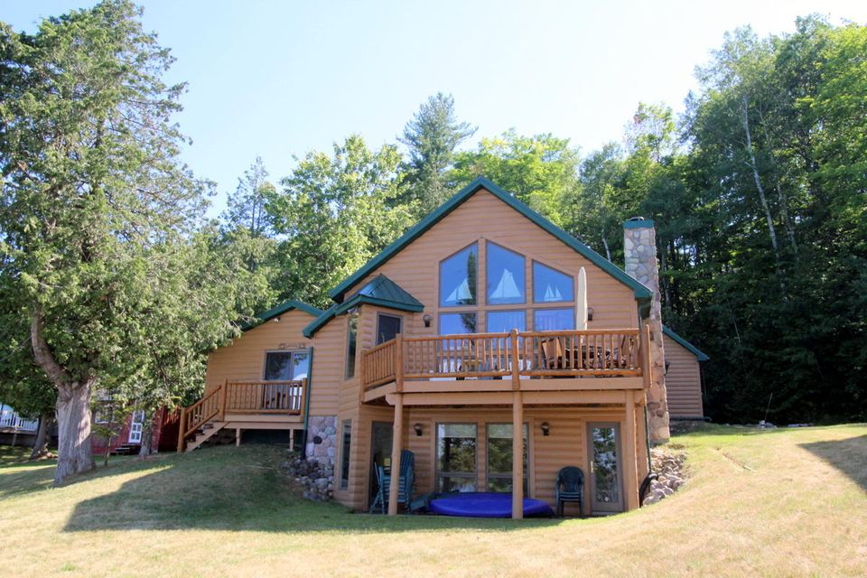 1327 Reno's Resort Road, Indian River, MI 49749