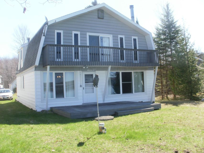 1702 N Wahbee Avenue, Indian River, MI 49749