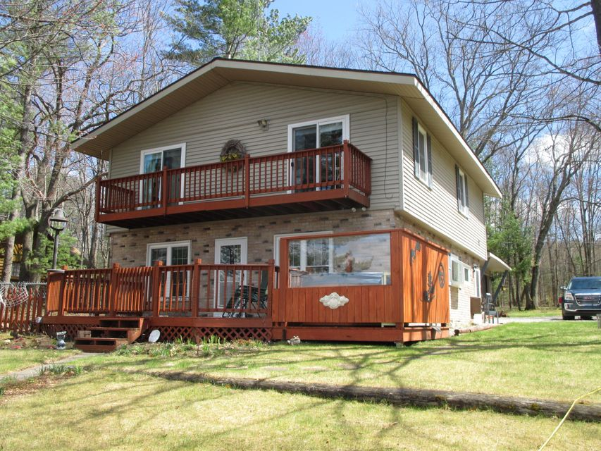 1422 E Heart Lake, Gaylord, MI 49735