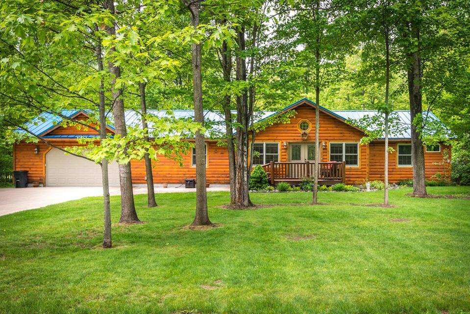 6814 Whispering Pines Drive, Gaylord, MI 49735
