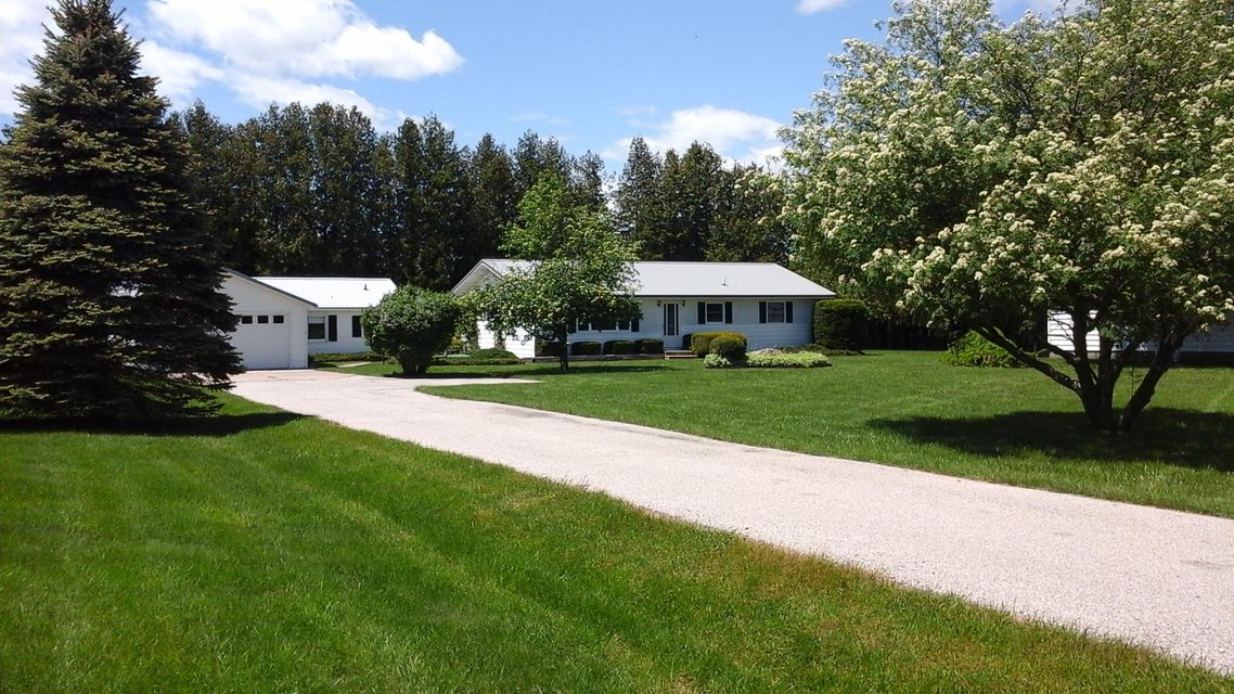6539 N Black River Road, Cheboygan, MI 49721