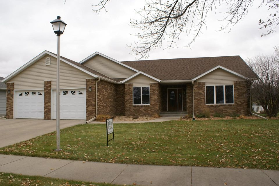 One owner property essentially built by owner.  Choice cul de sac location in Ashwood Heights.  Grand entryway foyer.  Open staircase to the lower level.  Huge living room with an elegant formal dining area.  Either a 4/5 bedroom home depending on your needs and wants.  Cozy yet open east facing kitchen, informal dining area and rec. room w/fireplace.  You can add your special touches.  So many positives, so much potential,  make this property exactly the way you would love it.  Amazing opportunity to impart your own paint colors and decor decisions.  Extra large 16 x 20 shed in the backyard.   Neat set of exterior steps to the basement level to this property.   Abundant storage and closet spaces through out entire property.