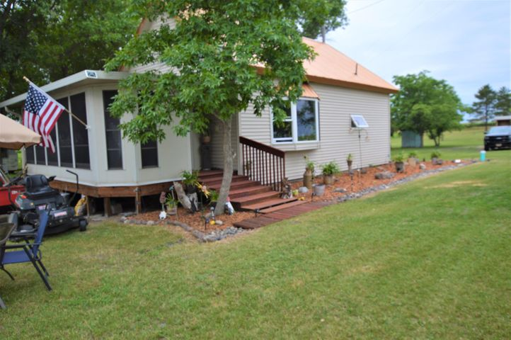 14625 Clear Lake Road, Mansfield, SD 57460