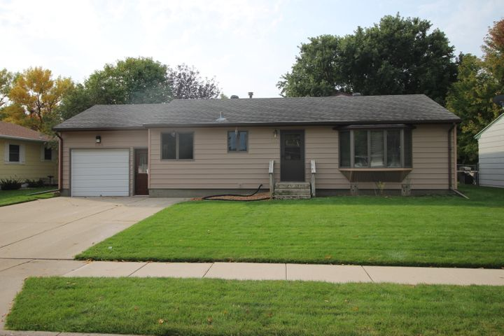 1316 NE 5th Avenue, Aberdeen, SD 57401