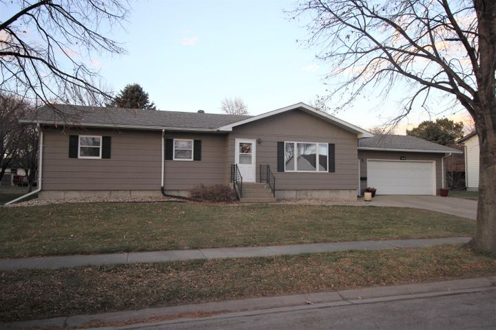 2215 SE 15th Avenue, Aberdeen, SD 57401