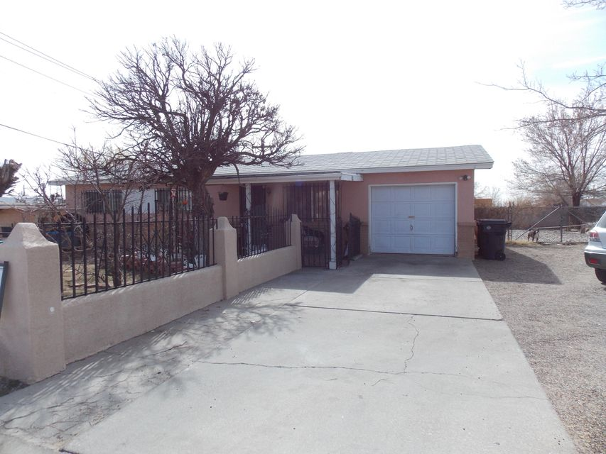 Cozy home with 3 bedrooms, Corner lot with backyard access. Covered open patio, this home is located close to main streets and shopping. Large lot for all your backdoor activities.