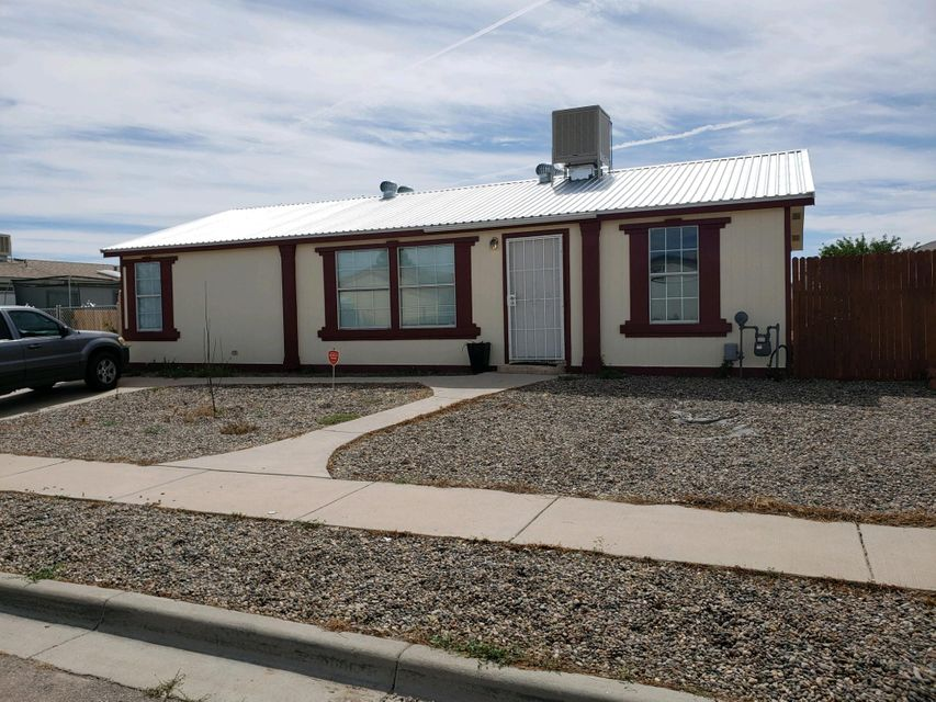 Well maintained home located near I-25. Come see all this charming home has to offer. Home has been recently updated. Great floor plan, back yard access, metal roof. Come see this home today!