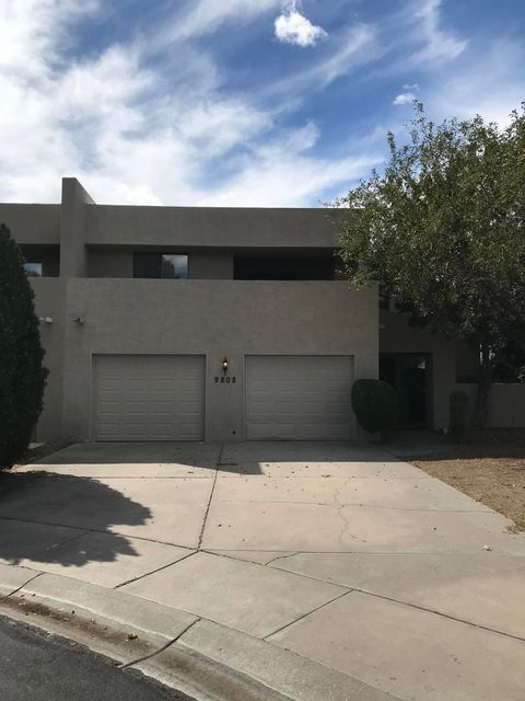 Excellent opportunity to buy this wonderful townhouse in the beautiful Tanoan community.  House has recently been updated with new carpet, new paint, new Kitchen appliances