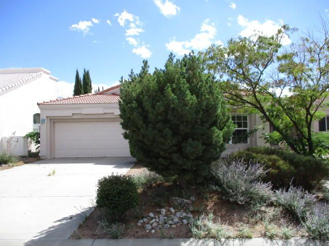 Golf course community, open floor plan, large living room with built in entertainment stand, den/library, dining area plus dining bar, large master bedroom with sitting area and two-way fireplace, master bath has garden tub, separate shower and large closet, golf course lot, covered patio.  Close to schools, local shopping, outdoor recreation, popular city park and golf course.  All information herein has been obtained from MLS history and/or tax records. Square feet and other information has been obtained from county tax records. Contact the City of Rio Rancho regarding current status of golf course and it's future
